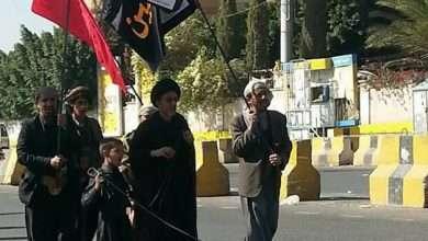 صورة صور حسينية في صنعاء : شيعة اليمن في صنعاء يرفعون أعلام فيها ياحسينه يا عليه