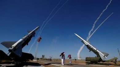 صورة سخرية من امريكا حول انظومة الدفاعات الجوية الروسية في سوريا