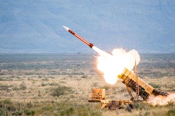 الحوثي يعلن إطلاق صاروخ بدر 1 الباليستي على الأراضي السعودية