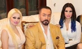 القبض على داعية الراقصات أوكتار وعشرات من أتباعه في تركيا 84