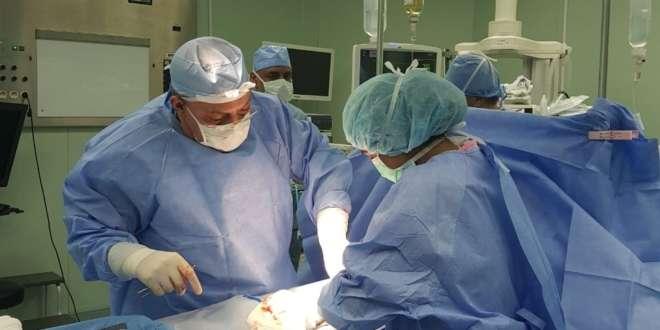 جراحة نادرة لاستئصال ورم نادر تنقذ حياة فتاة بحفر الباطن