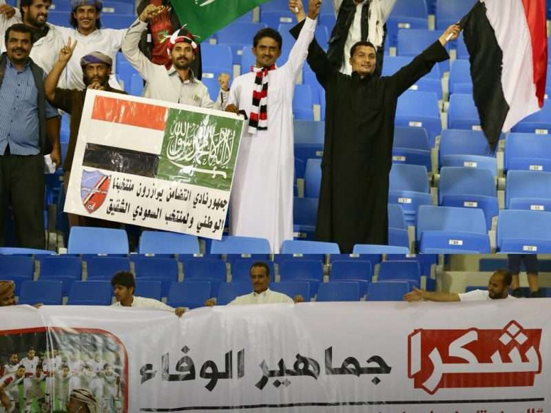 اليمنيون يؤازرون المنتخب خلال مباراة اليمن والسعودية نتيجة مباراة السعودية 1:0 الشوط الاول