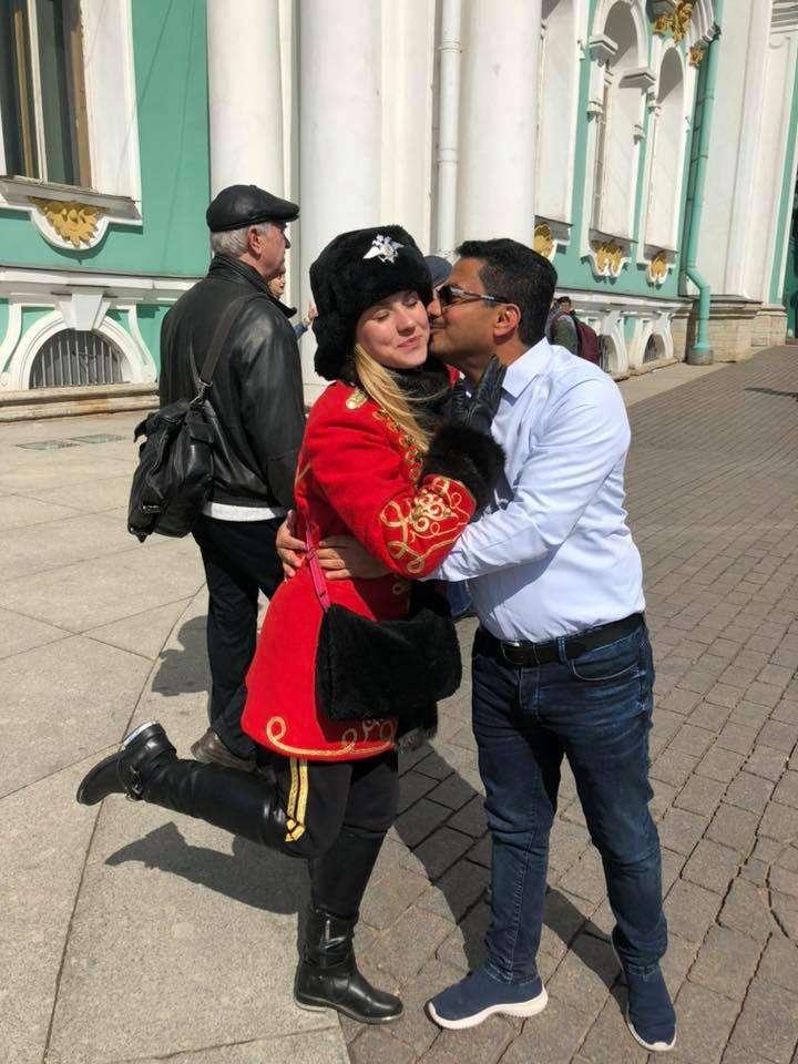 علي البخيتي ينشر صور مخلة بالأداب والتقاليد 10