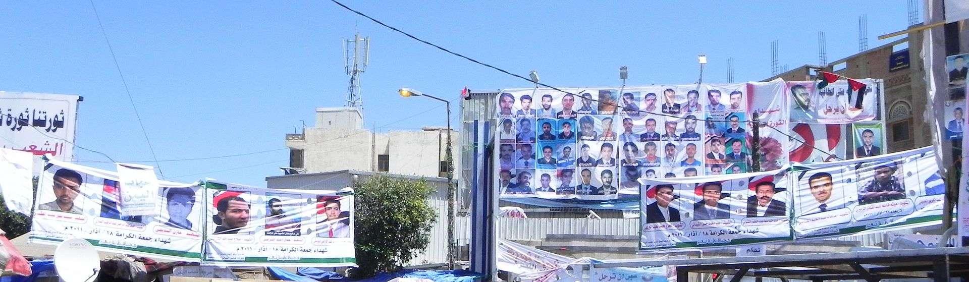 بالصور : ثورة 11 فبراير 2011 بين مؤيد وناقد 2