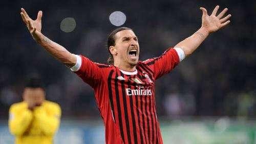 إبراهيموفيتش يوضح حقيقة رحيله عن نادي ميلان الايطالي