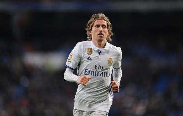 صورة لوكا مودريتش يحدد مستقبله في ريال مدريد