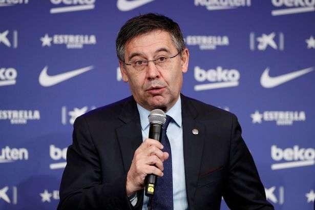 صورة رئيس برشلونة جوزيب ماريا بارتوميو يعترف بشكل مثير للقلق بشأن مالية النادي